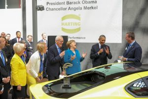 The Harting family greeting the two heads of state: Margrit Harting, Maresa Harting-Hertz, Dietmar Harting, Angela Merkel, Barack Obama, Philip Harting (from left to right).